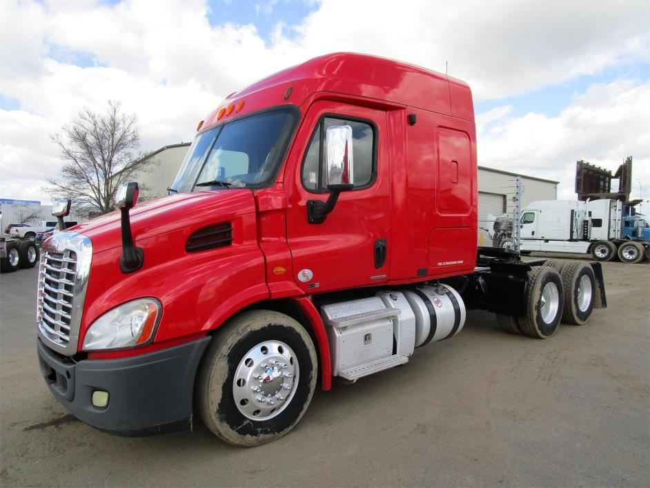 2011 Freightliner Cascadia  Conventional - Sleeper Truck