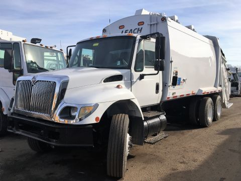 2005 International 7400 Garbage Truck