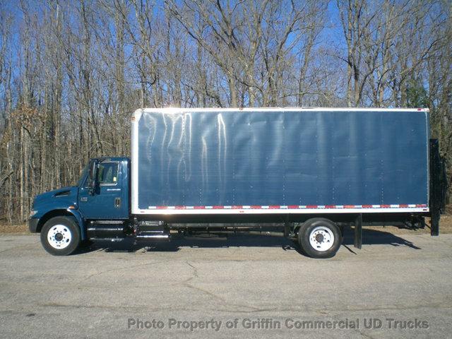 2005 International 4200 24 Foot Box Truck Just 51k Miles Lift Gate Box Truck - Straight Truck