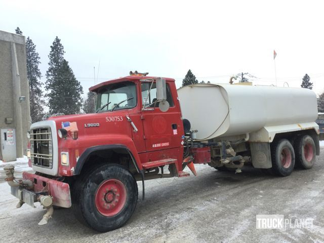 1992 Ford L9000  Water Truck