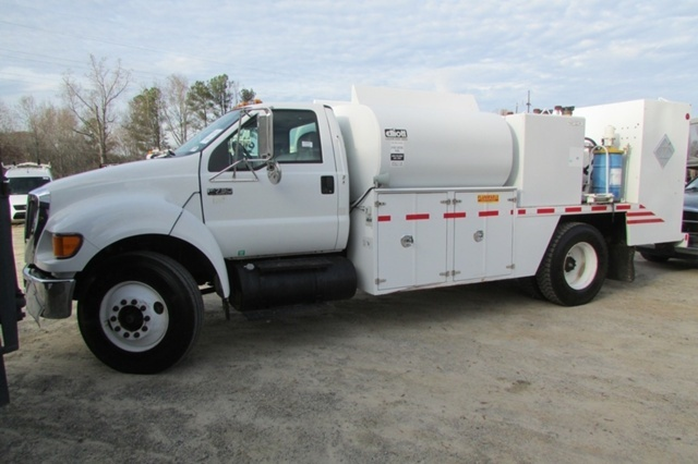 2008 Ford F-750  Fuel Truck - Lube Truck