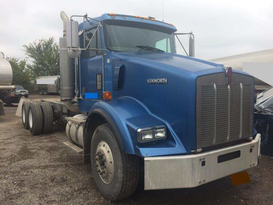 2005 Kenworth T-800  Conventional - Day Cab