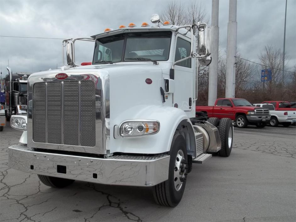 2017 Peterbilt 365 Conventional - Day Cab