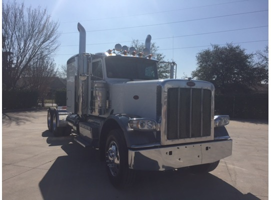 2015 Peterbilt 389 Conventional - Sleeper Truck