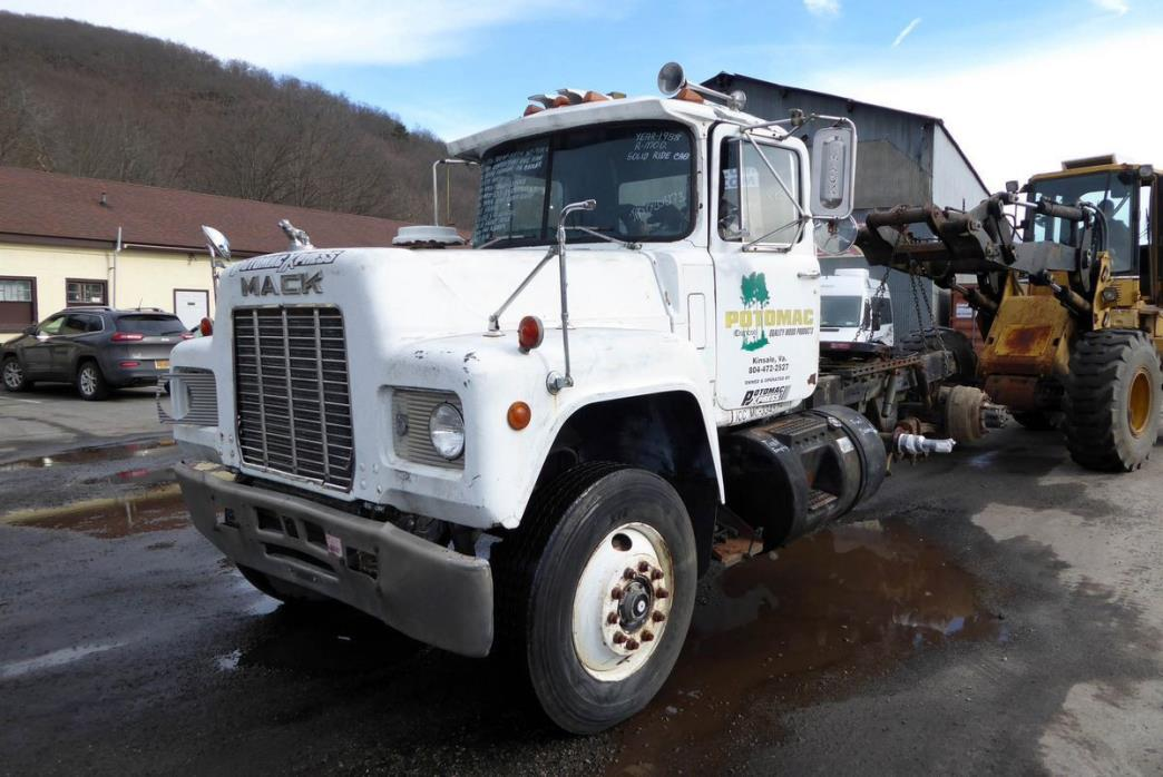 1988 Mack R-Model  Salvage Truck