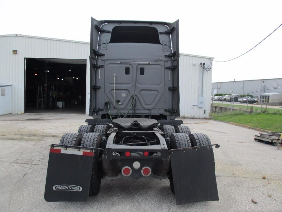 2016 Freightliner Cascadia Conventional - Sleeper Truck, 5