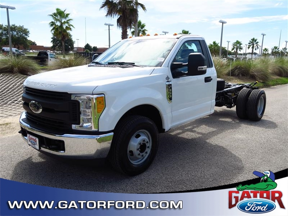 2017 Ford Super Duty F-350 Drw  Cab Chassis