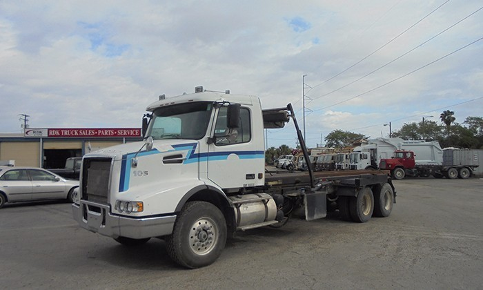 2003 Volvo Vhd64 Roll Off Truck