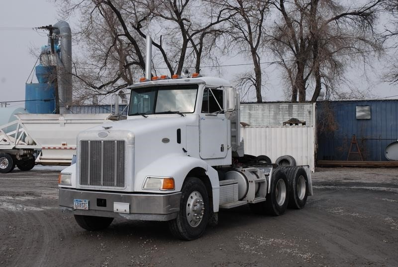 1997 Peterbilt 385  Conventional - Day Cab