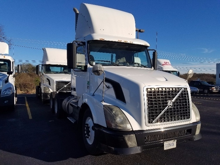 2011 Volvo Vnl Conventional - Day Cab, 1