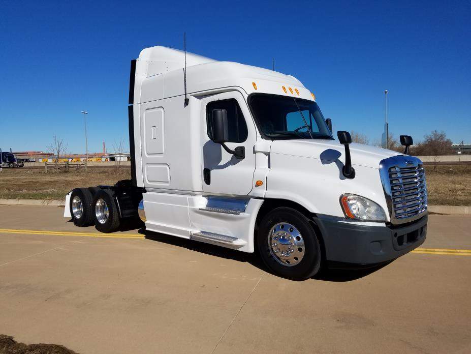 2013 Freightliner Ca12564slp  Conventional - Sleeper Truck