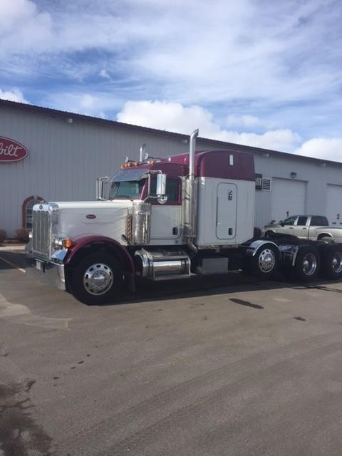 2007 Peterbilt 379  Conventional - Sleeper Truck