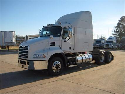 2010 Mack Pinnacle Cxu613  Conventional - Sleeper Truck