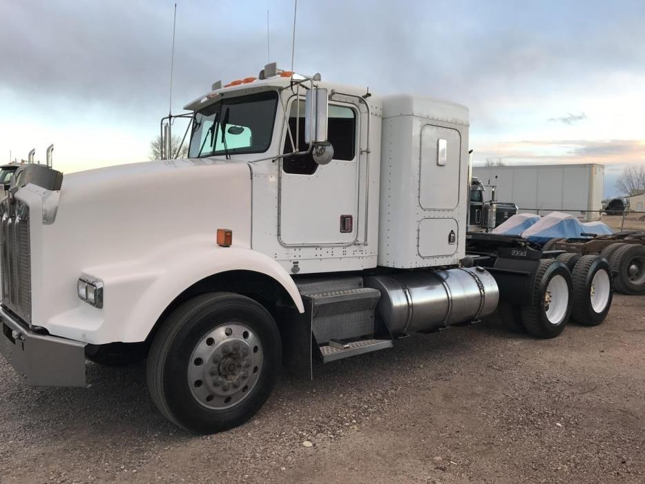 2000 Kenworth T800 Conventional - Sleeper Truck
