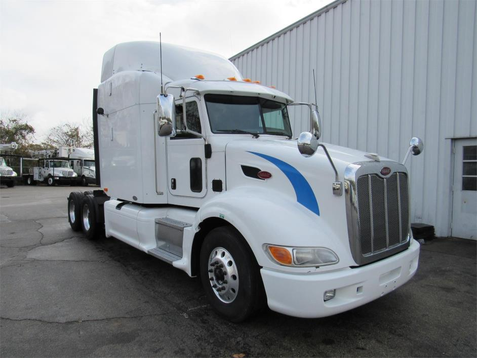 2011 Peterbilt 386  Conventional - Sleeper Truck