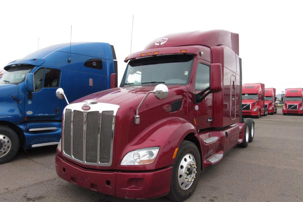 2013 Peterbilt 579  Conventional - Sleeper Truck