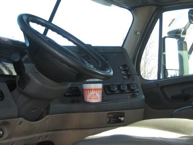 2012 Freightliner Cascadia Conventional - Day Cab, 5