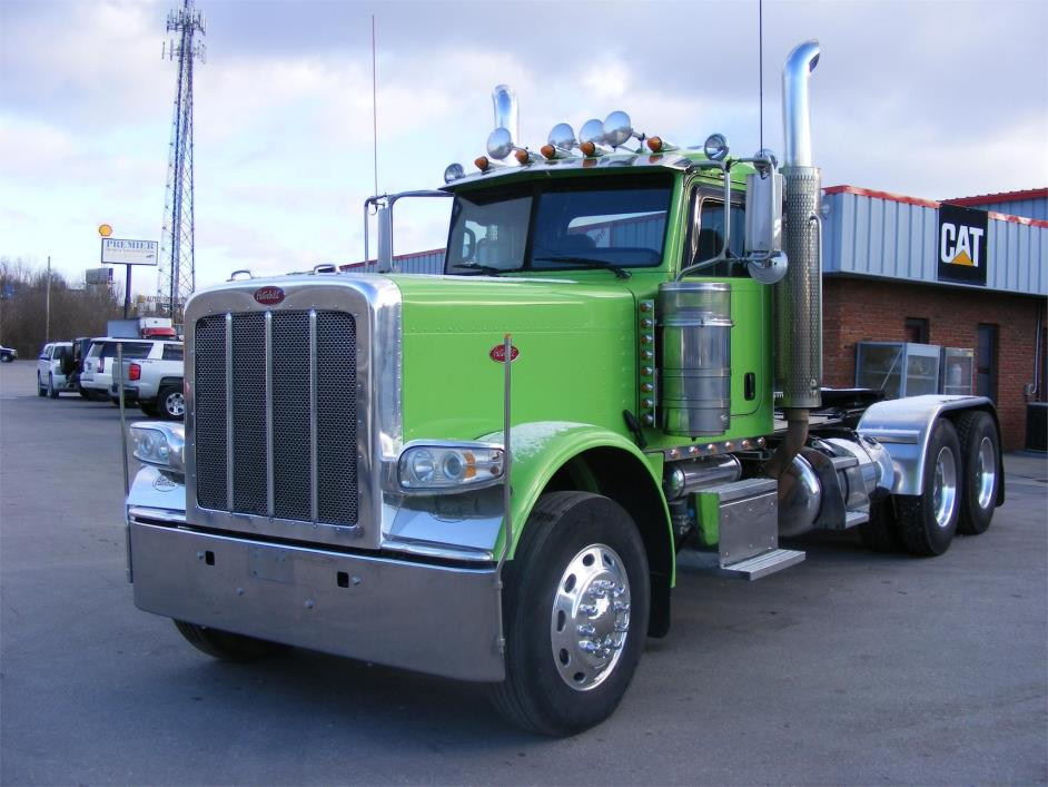 2012 Peterbilt 389 Conventional - Day Cab