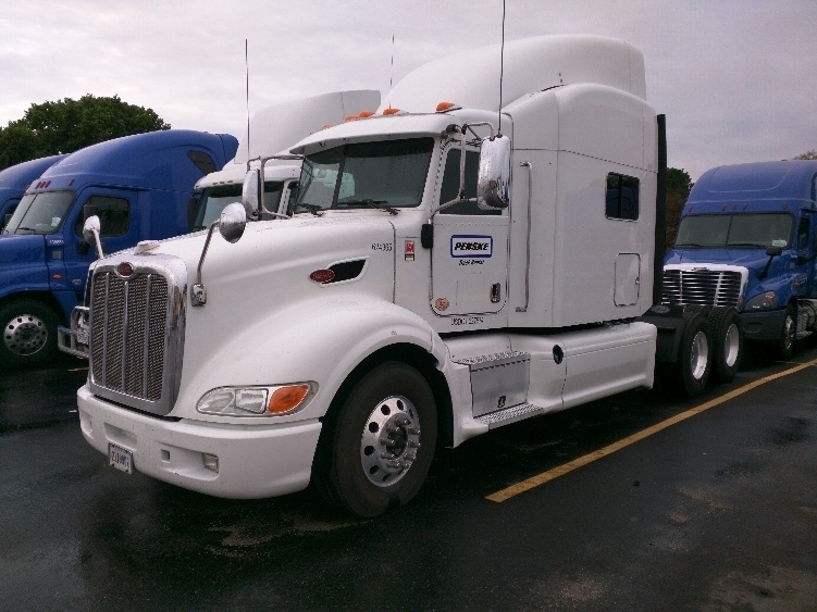 2012 Peterbilt 386  Conventional - Sleeper Truck