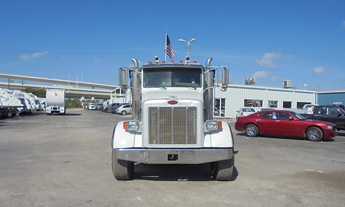 2006 Peterbilt 357 Roll Off Truck