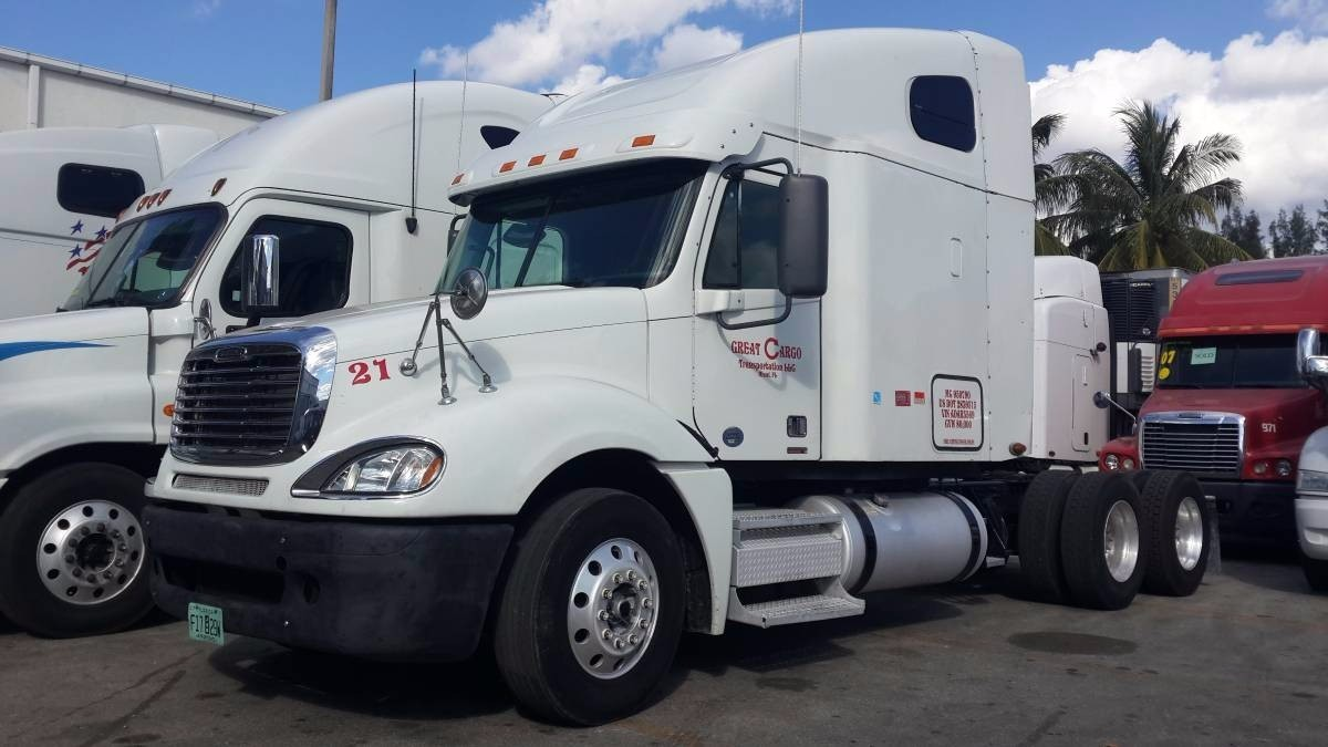 2010 Freightliner Columbia Conventional - Sleeper Truck