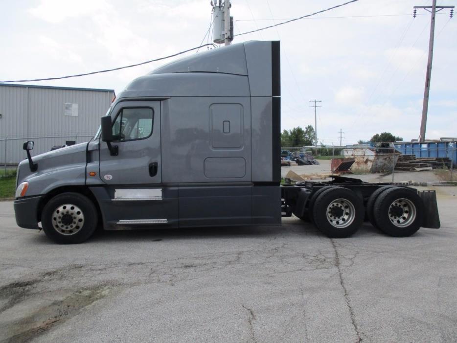 2016 Freightliner Cascadia Conventional - Sleeper Truck, 4