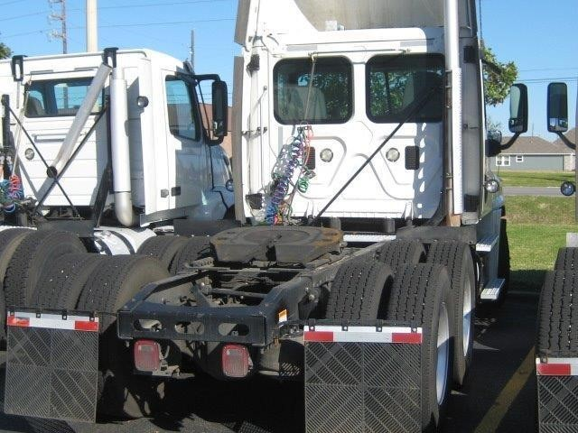 2012 Freightliner Cascadia Conventional - Day Cab, 3
