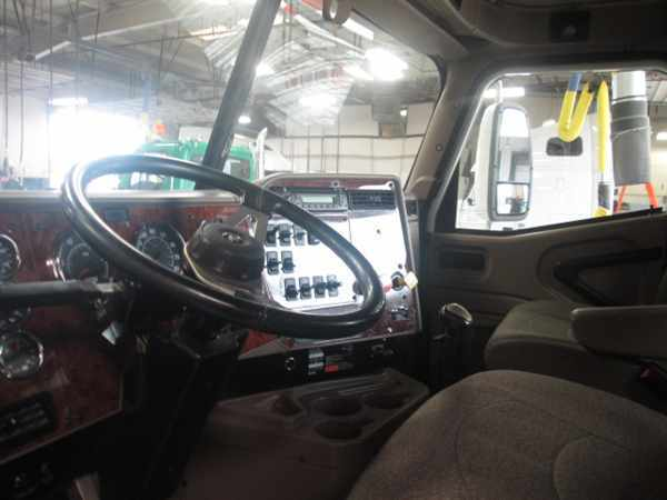2007 International 9200 Conventional - Day Cab, 3
