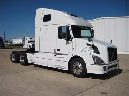 2011 Volvo Vnl64t670  Conventional - Sleeper Truck