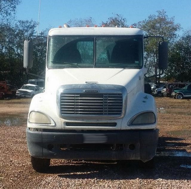 2003 Freightliner Columbia 120 Conventional - Day Cab, 7