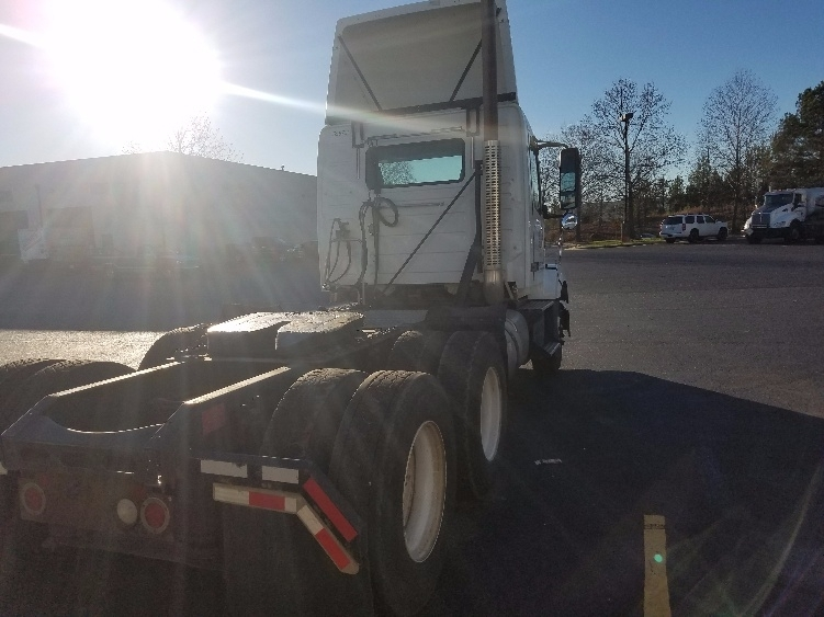 2011 Volvo Vnl Conventional - Day Cab, 3