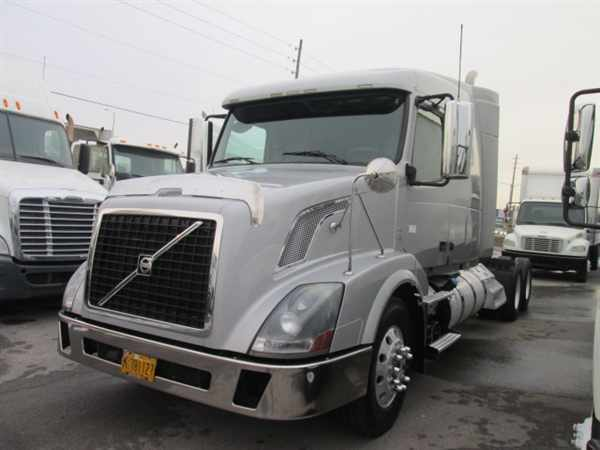 2011 Volvo Vnl64t  Conventional - Sleeper Truck