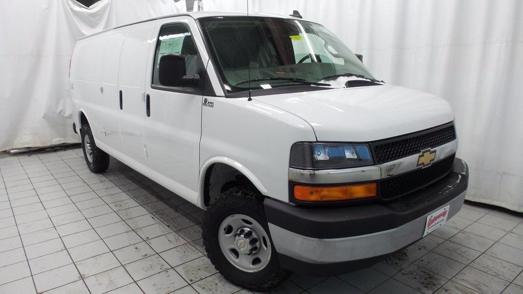2017 Chevrolet Express 3500 Cargo Van, 2