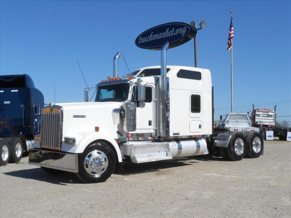 2008 Kenworth W900l 86''Studio  Conventional - Sleeper Truck