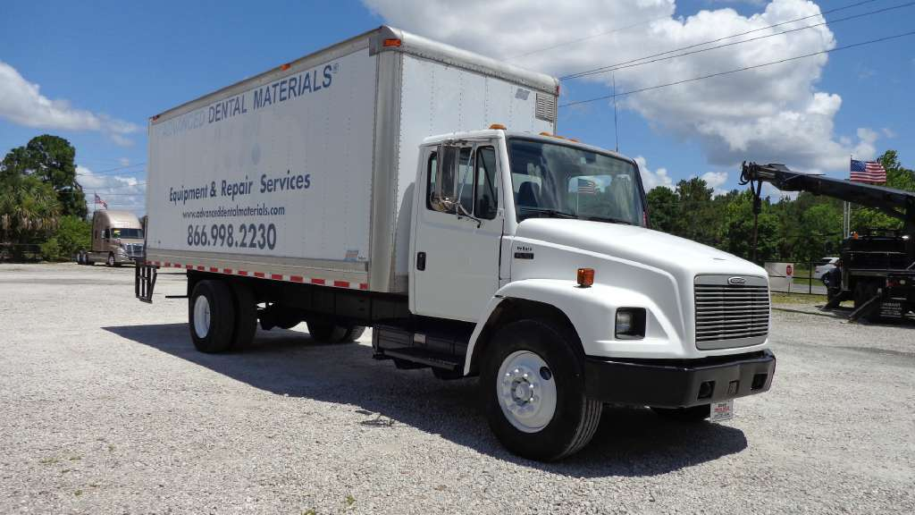 2002 Freightliner Fl70 Box Truck - Straight Truck, 3