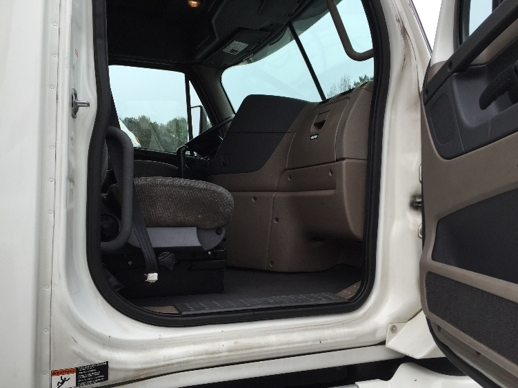 2011 Freightliner Cascadia Conventional - Sleeper Truck, 5