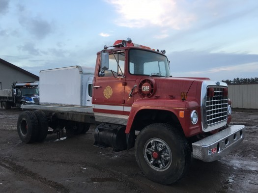 1981 Ford 900  Cab Chassis