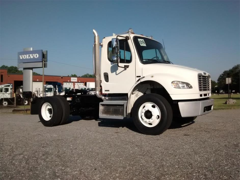2009 Freightliner Business Class M2 106 Conventional - Day Cab