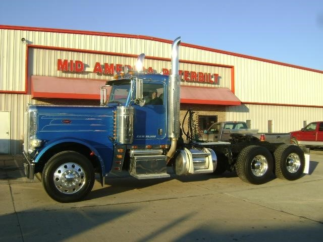 2010 Peterbilt 389  Conventional - Day Cab