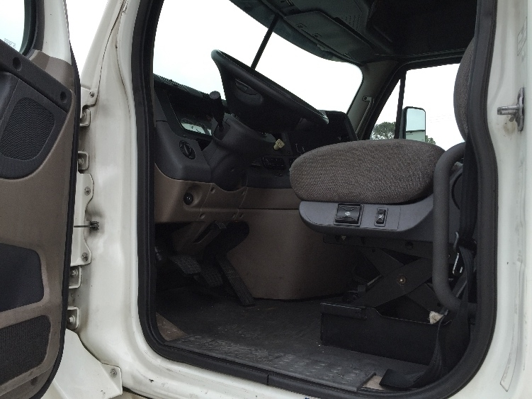 2011 Freightliner Cascadia Conventional - Sleeper Truck, 4