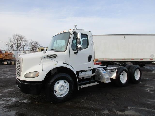 2008 Freightliner Business Class M2 112 Conventional - Day Cab