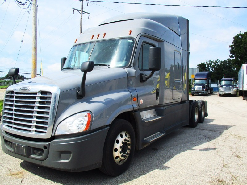 2016 Freightliner Cascadia Conventional - Sleeper Truck, 2