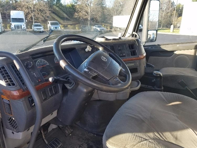 2011 Volvo Vnl Conventional - Day Cab, 4
