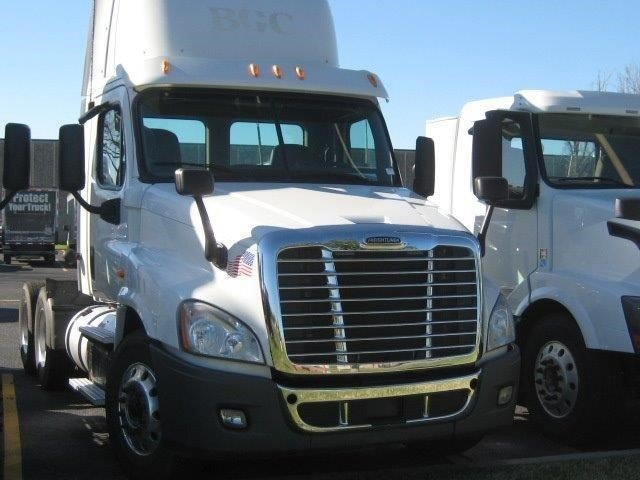 2012 Freightliner Cascadia Conventional - Day Cab, 1