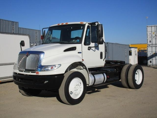 2013 International Durastar 4400  Conventional - Day Cab
