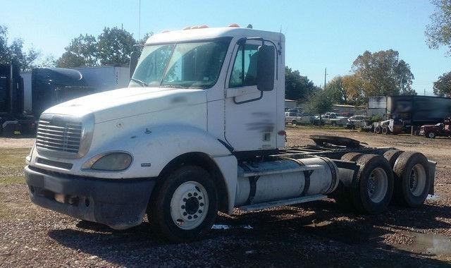 2003 Freightliner Columbia 120 Conventional - Day Cab, 1