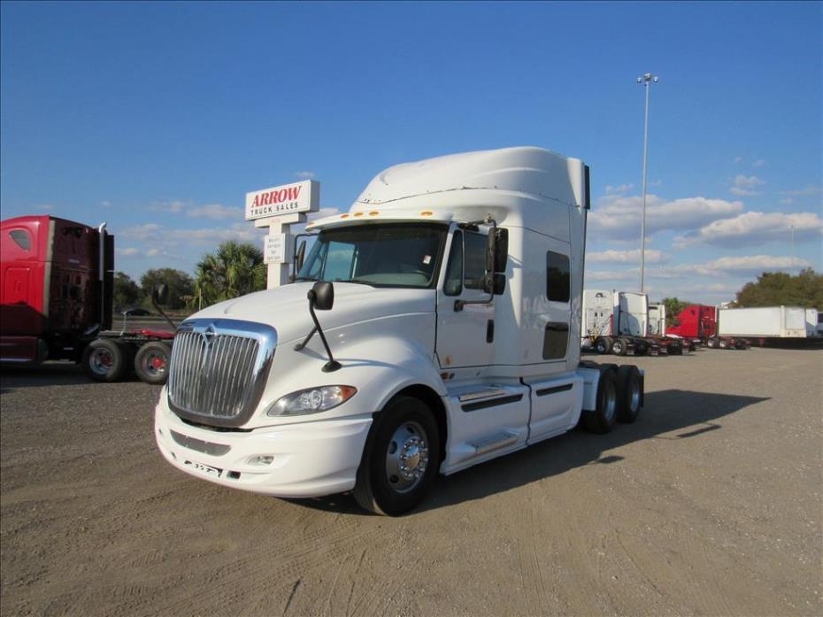 2011 International Prostar  Conventional - Sleeper Truck