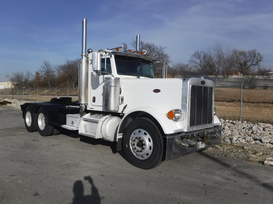 2006 Peterbilt 379-127 Conventional - Day Cab