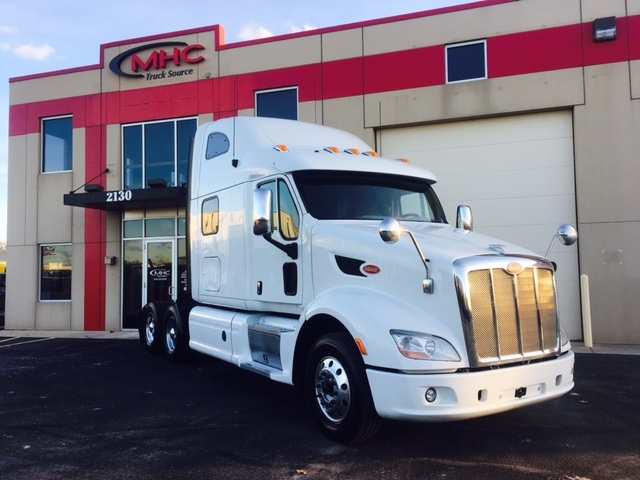 2014 Peterbilt 587  Conventional - Sleeper Truck