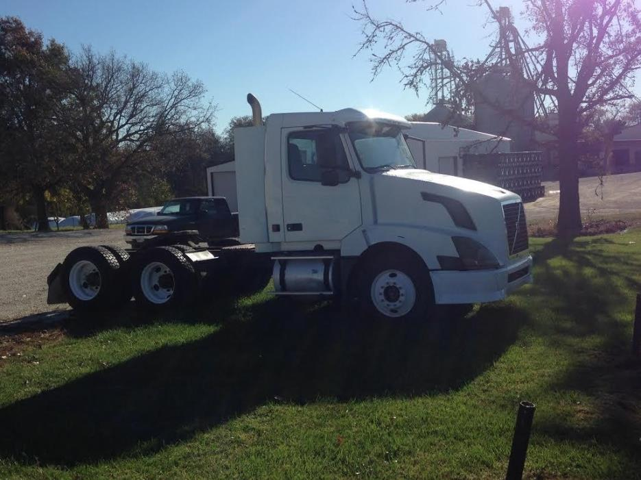 2004 Volvo Vnl Conventional - Day Cab, 3